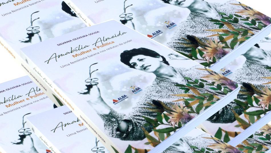 Amabília Almeida é homenageada em noite de lançamento da sua biografia